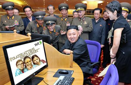 Piratskattens hemlighet del 14 ska strax börja i Pyongyang och stämningen är hög.