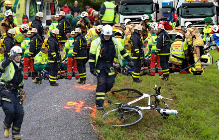 Stort räddningspådrag efter att cyklisten gjorde vänstersväng.