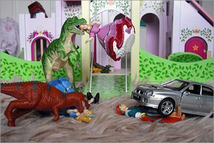 Attacken, som inkluderade dinosaurier och bilar, kom helt utan förvarning.