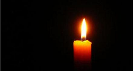 Ett stearinljus släpper ut circa 0.0023/gram koldioxid i atmosfären per minut.