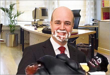 Nu när Fredrik Reinfeldt är singel kan han inte fortsätta hetsäta.