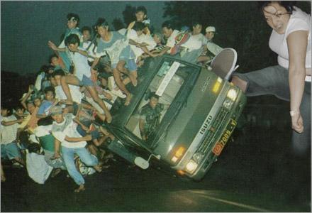 Ett ögonvittne fotograferade Karin ögonblicket då hon välte lastbilen.
