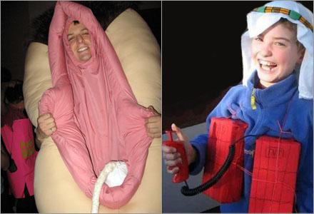 """De två vinnarna av bästa Halloweendräkt 2009, """"Skäggbiff"""" och """"Bombmannen""""."""
