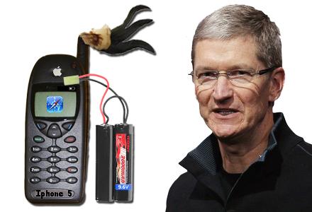 Nya Iphone 5 har en fj�der som h�nger i antennen.