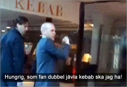 Det nya klippet som släppts av Expressen visar sällskapet när de äter kebab.