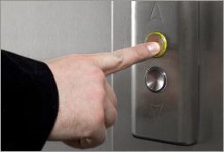 Med ny hissteknik räknar hissen ut när den ska komma.