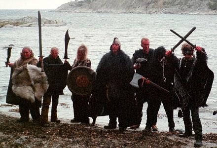 Jarlen Vargagrims stolta följe av bärsärkar (ingen av de här grabbarna har flickvän).