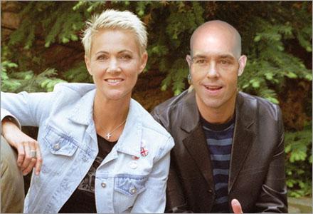 Musikartisten, på fotot tillsammans med Marie Fredriksson, har hemlighållit sin skallighet i över 20 år.
