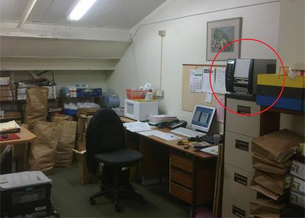Den nya kopiatorn/skrivaren inringad. Den gamla längst ned till vänster.