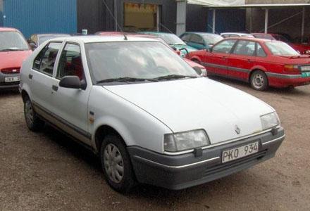 Renault årsmodell 1992 är inte välkommen på den fina Granitvägen.