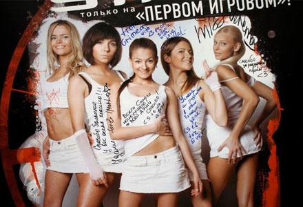 Forze, det ryska Damlandslaget i Counterstrike (hon l�ngst till h�ger brukar sv�lja).