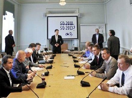 Sverigedemokraternas riksdagsgrupp lägger pannorna i djupa veck.
