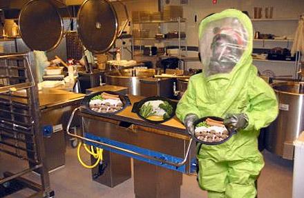Patienter vid Södertälje sjukhus uppmanas äta sin egen avföring istället för sjukhusmaten.