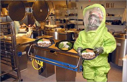 """""""So Fresh""""-konceptet innebär att man vakuumförpackar smaklös mat i en äcklig svart plastbytta."""