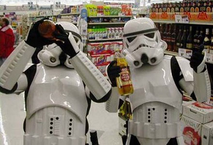 Många Stormtroopers faller i kroniskt missbruk av alkohol eller droger.