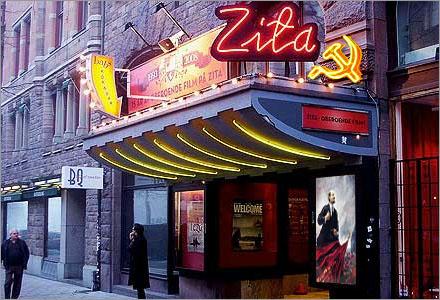 Biografen är fysiskt delad mellan de olika falangerna i styrelsen.