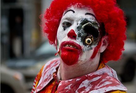 Ronald McDonald blir Zombie McDonald under McBeast-kampanjen.
